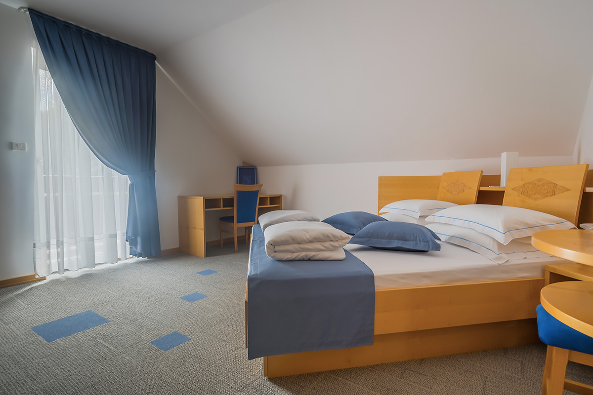 Room with double bed and balcony Villa Nena Kranjska Gora