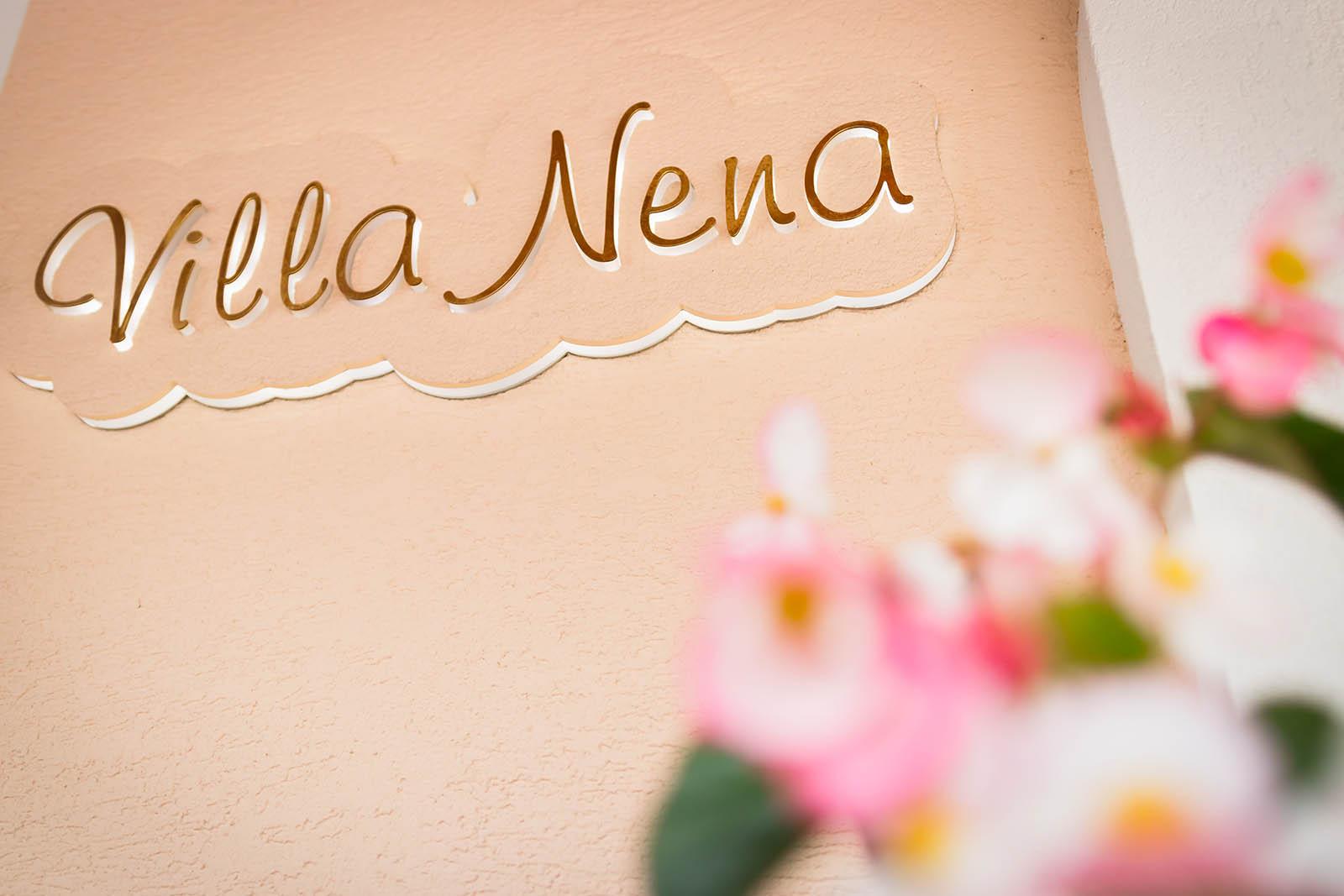 Napis Villa Nena